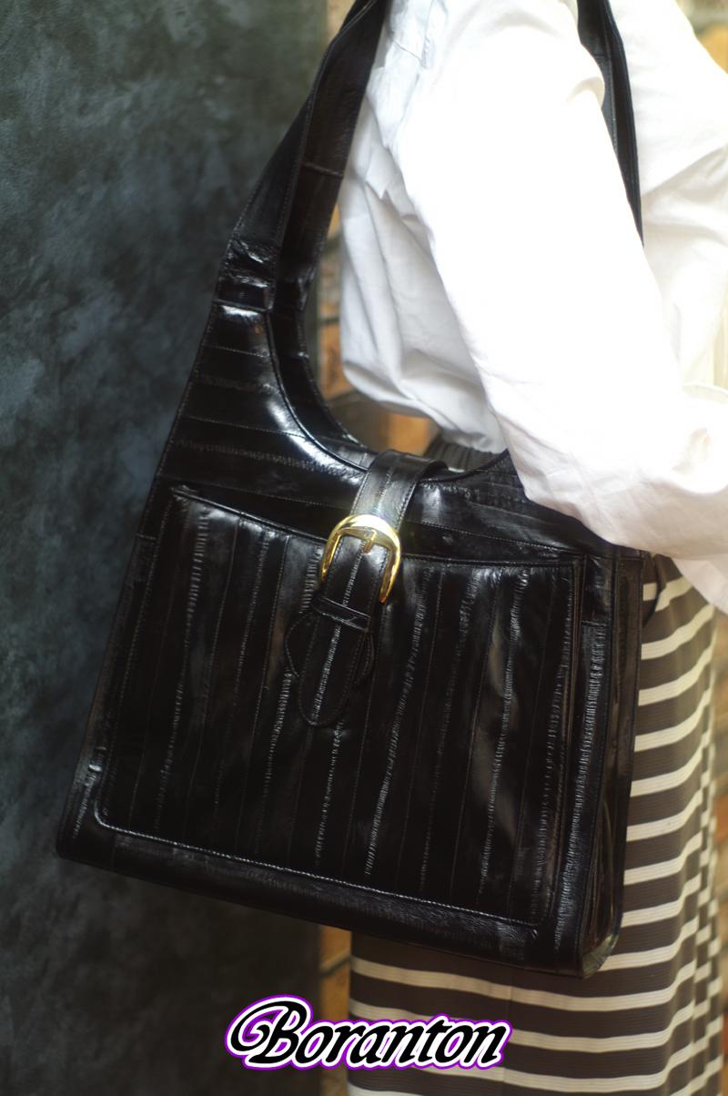 ブラックショルダーバッグ(モデル)